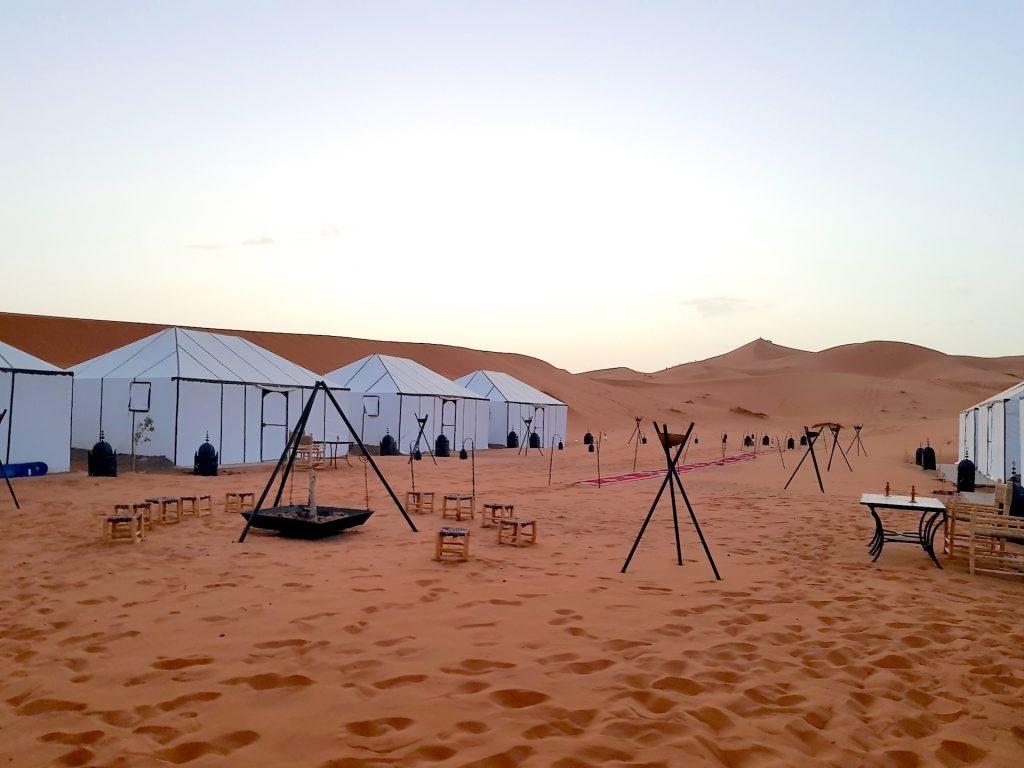 dormire nel deserto campo tendato 2