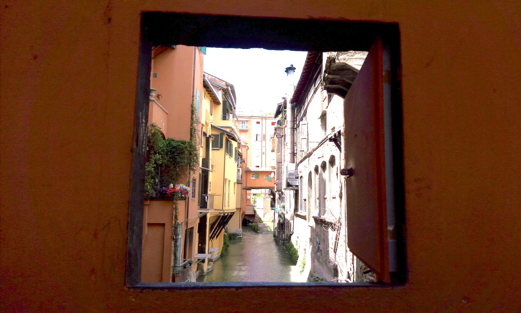 Finestra via Piella - Bologna